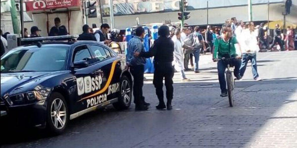 VIDEO: policías capitalinos detienen a periodista Humberto Padgett por grabar operativo