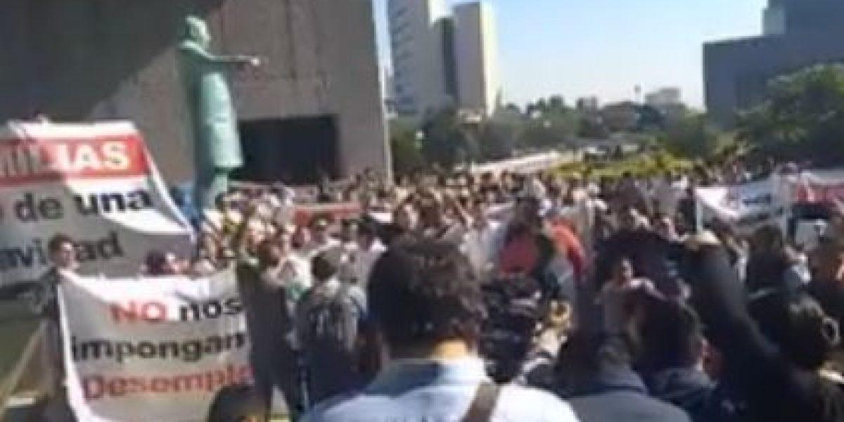 Empleados de casinos protestan en congreso de Nuevo León