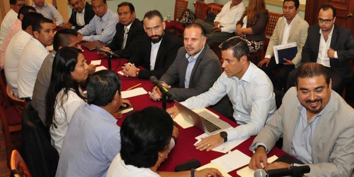Murat se compromete con CNTE a dar certeza laboral a más de tres mil maestros en Oaxaca