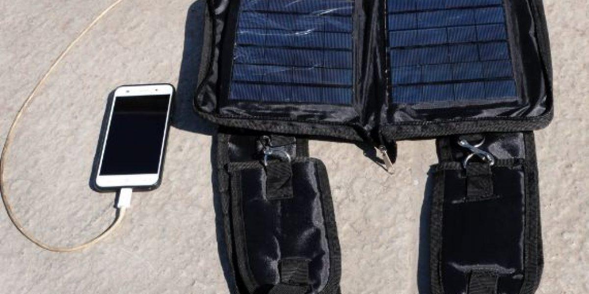 Estudiante de la UNAM crea cargador solar portátil para smartphones