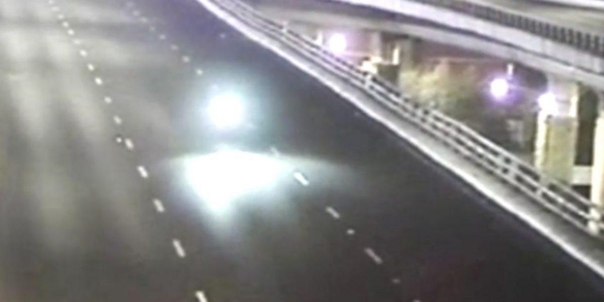 VIDEO: momento exacto en que motociclistas caen del segundo piso del Periférico