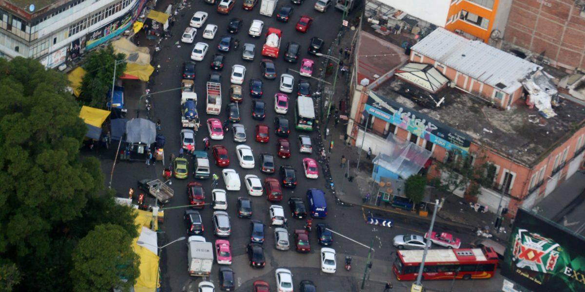 Hoy No Circula aplica este martes para autos con engomado rosa