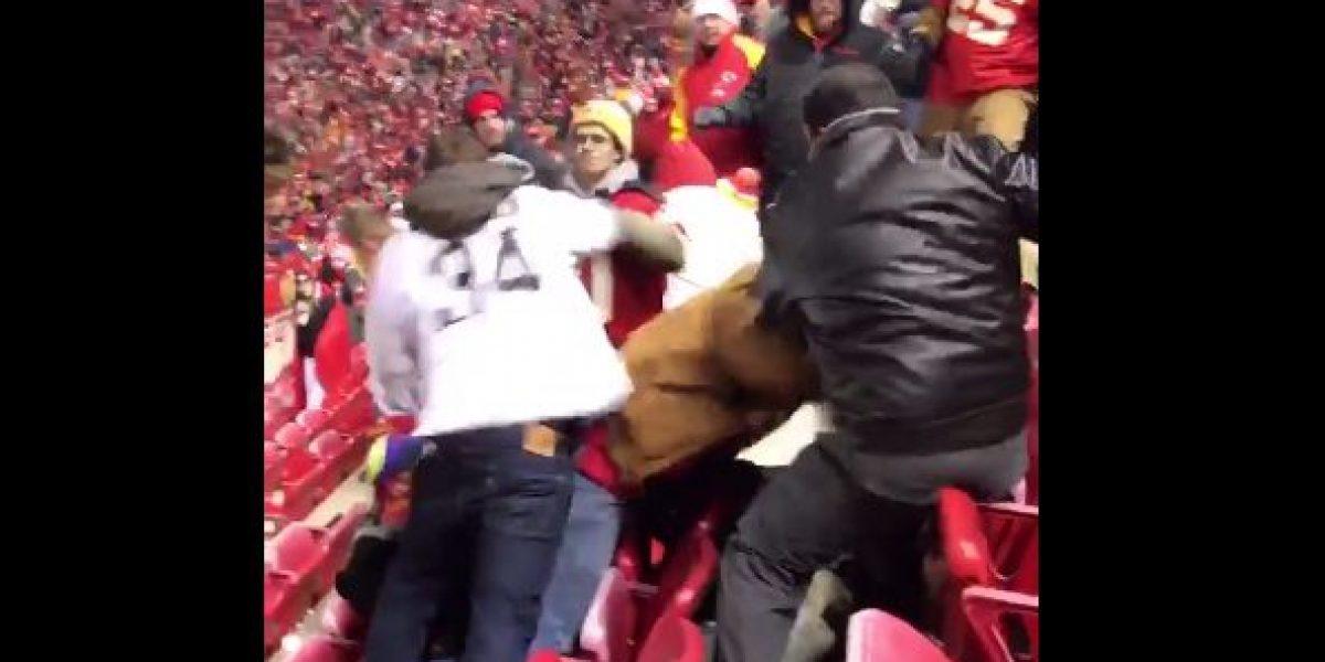 VIDEO: Tremenda pelea campal entre aficionados en la NFL