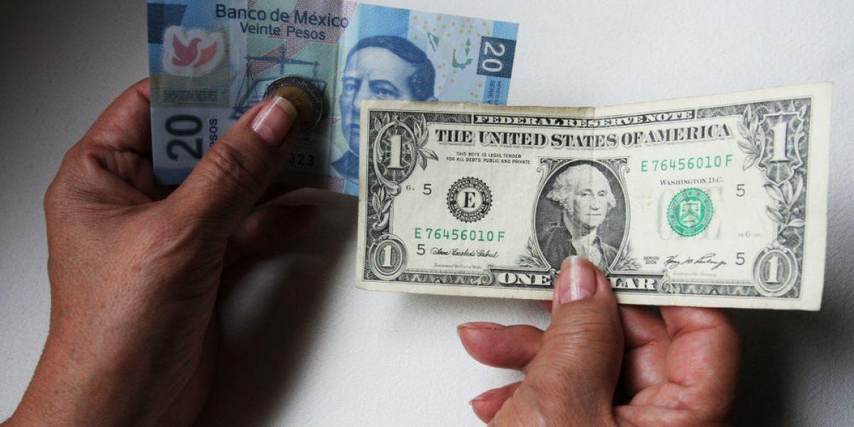 Dólar se vende en 20.50 pesos en el AICM