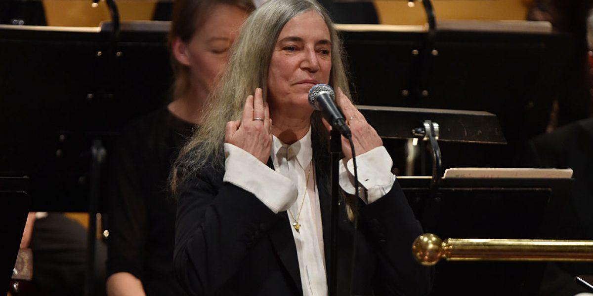 Patti Smith eclipsa la ausencia de Dylan en ceremonia Nobel