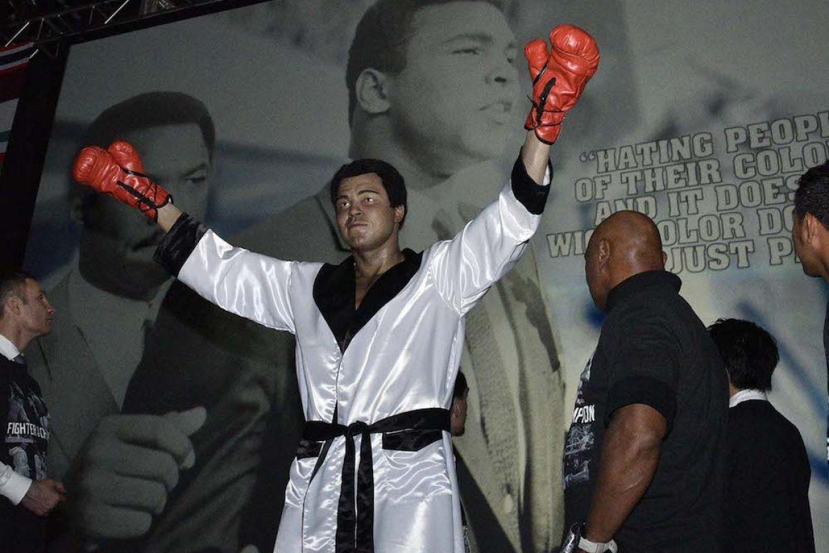 027. Imagen Por: Develan estatua en homenaje a Muhammad Ali en Convención del CMB. / Alma Montiel_CMB