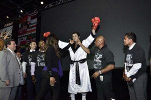 028. Imagen Por: Develan estatua en homenaje a Muhammad Ali en Convención del CMB. / Alma Montiel_CMB