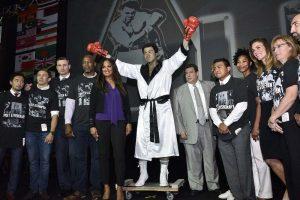 029. Imagen Por: Develan estatua en homenaje a Muhammad Ali en Convención del CMB. / Alma Montiel_CMB