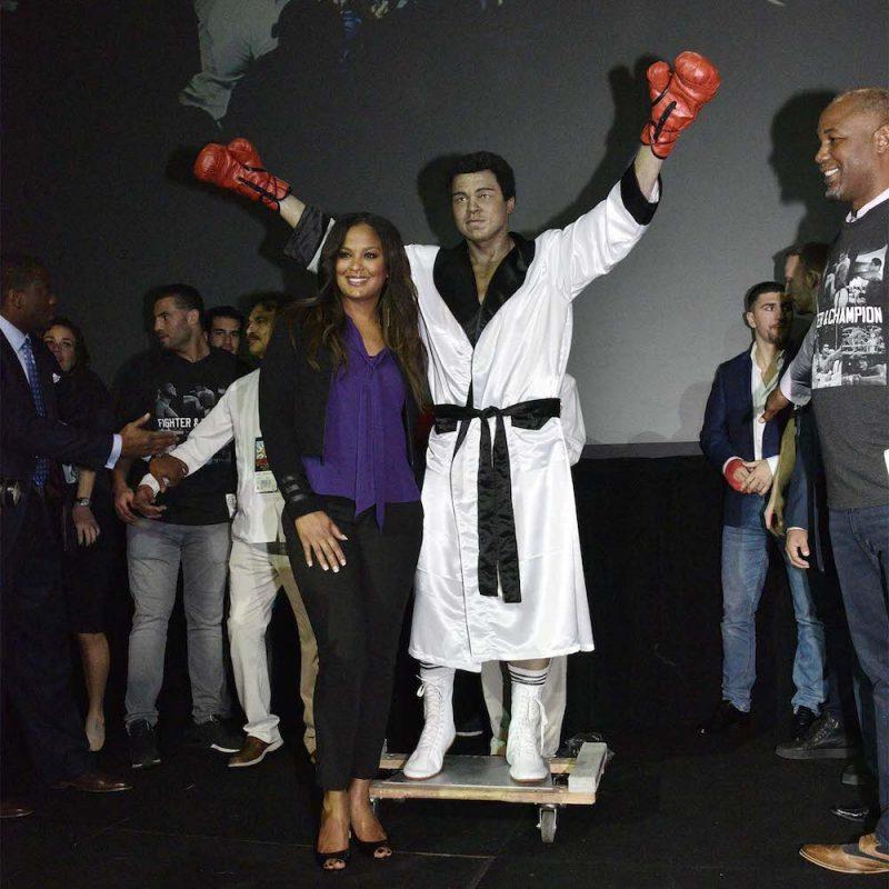 034. Imagen Por: Develan estatua en homenaje a Muhammad Ali en Convención del CMB. / Alma Montiel_CMB