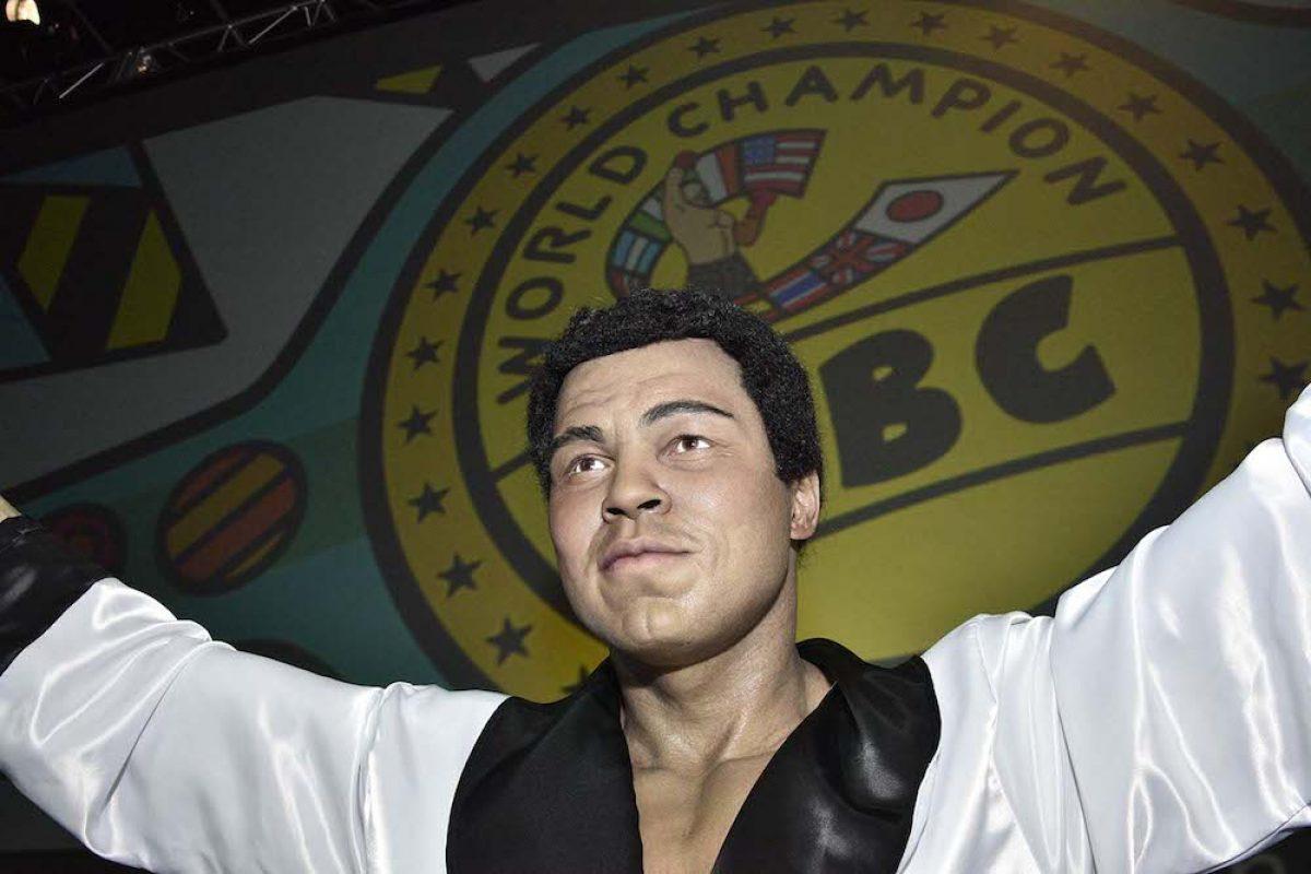 039. Imagen Por: Develan estatua en homenaje a Muhammad Ali en Convención del CMB. / Alma Montiel_CMB