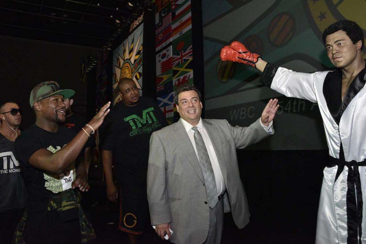 041. Imagen Por: Develan estatua en homenaje a Muhammad Ali en Convención del CMB. / Alma Montiel_CMB