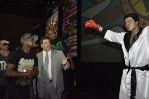 042. Imagen Por: Develan estatua en homenaje a Muhammad Ali en Convención del CMB. / Alma Montiel_CMB