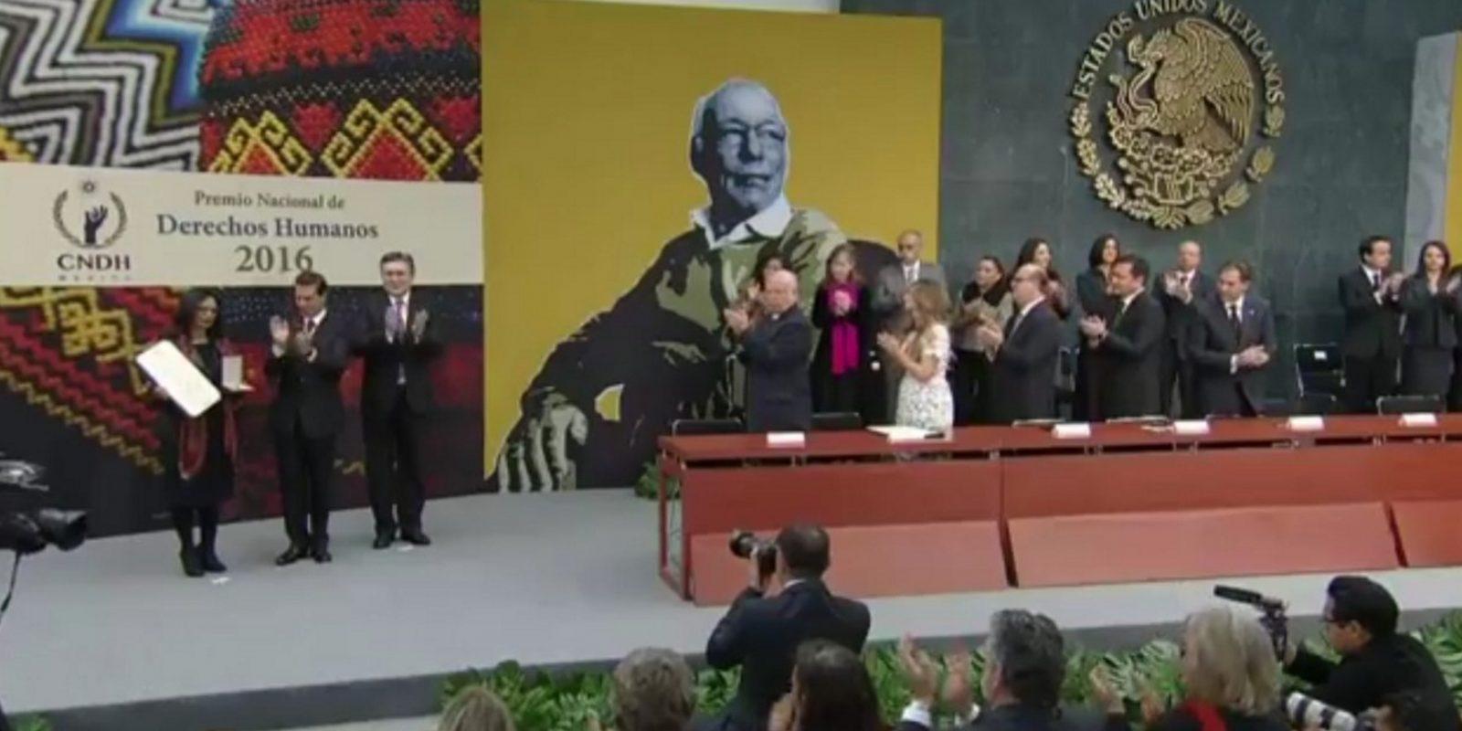 El presidente Enrique Peña Nieto entregó el Premio Nacional de Derechos Humanos 2016. Imagen Por: Twitter
