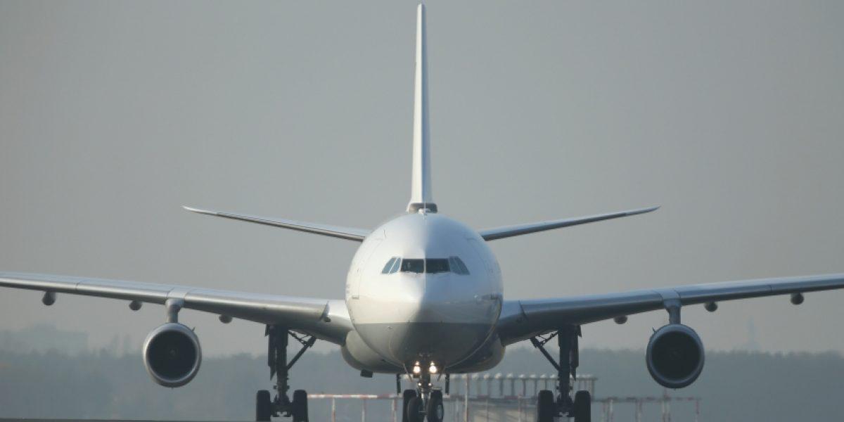 Retienen a 100 pasajeros de avión en aeropuerto de San Luis Potosí