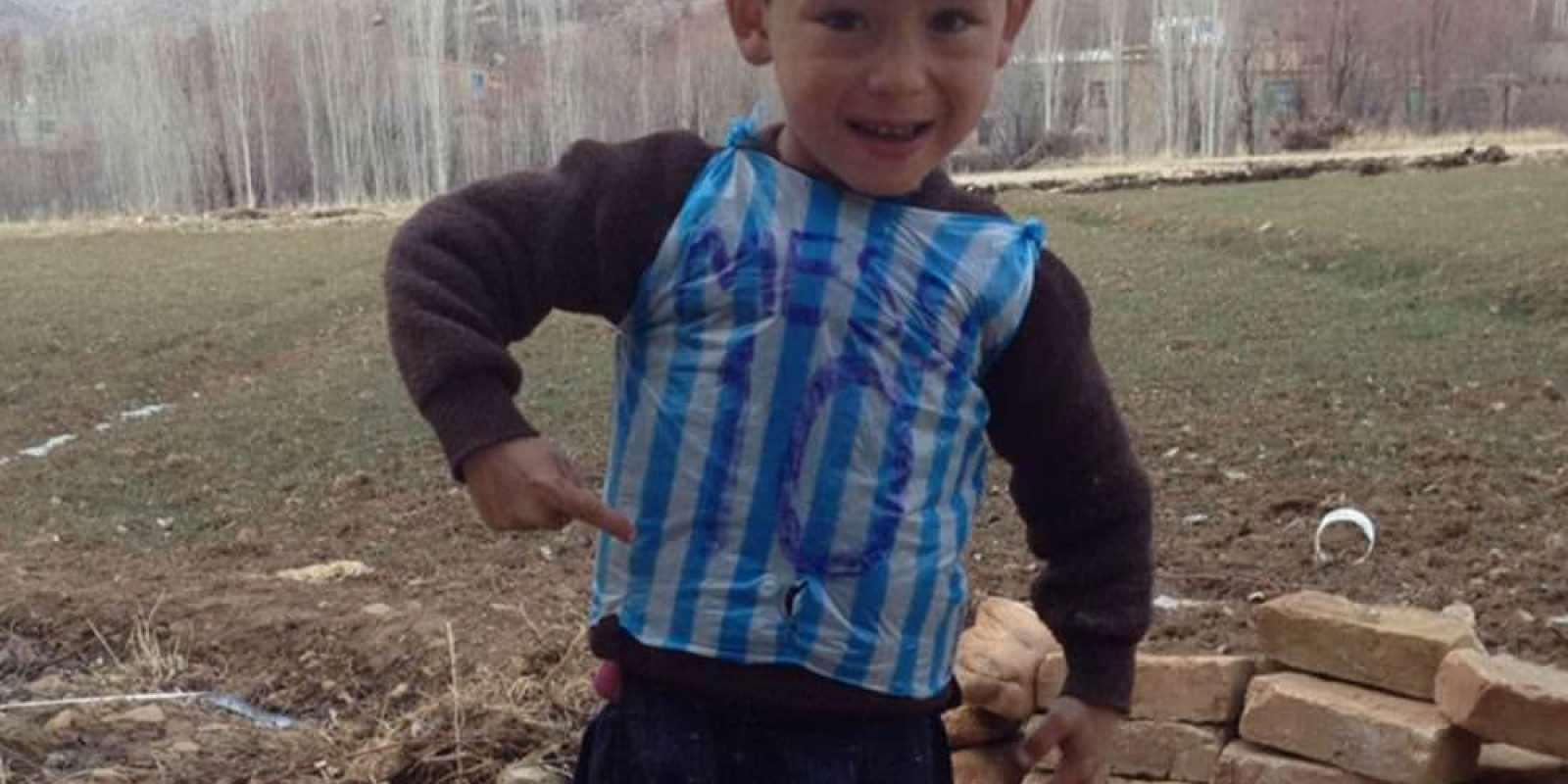 . Imagen Por: ¡Sueño cumplido! Niño refugiado afgano fan de Messi conoció a su ídolo. / Archivo