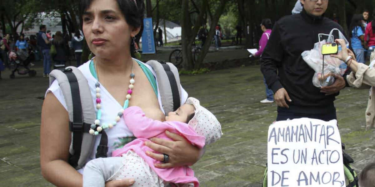 Hasta 36 horas de arresto a quien agreda a mujeres que amamanten en vía pública