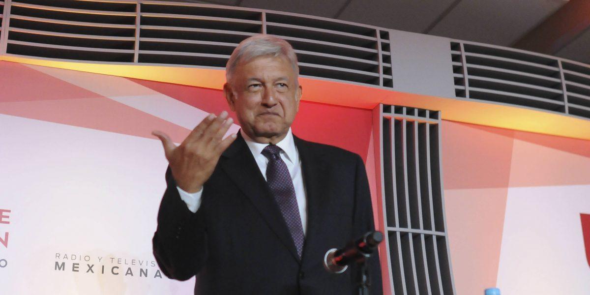 #Confidencial: López Obrador estrenará 2017 con nuevo libro bajo el brazo