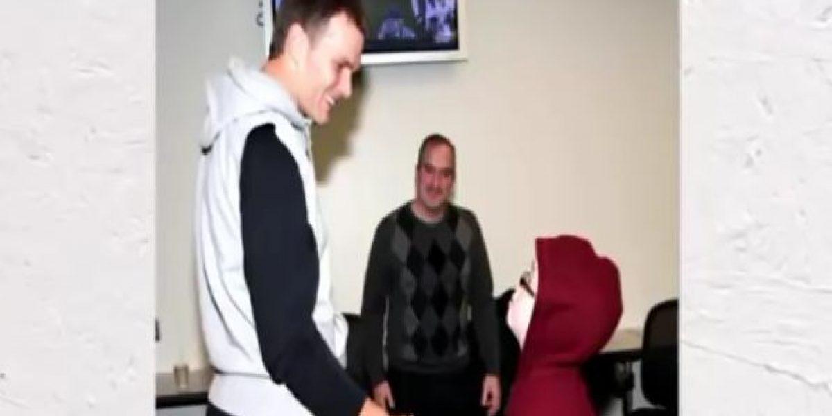 VIDEO: Niño con cáncer se marca en el cráneo el número de Tom Brady