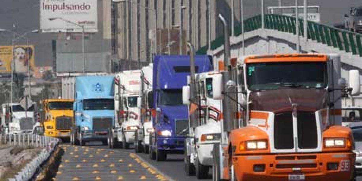 Restringen circulación de autotransporte de carga en carreteras durante vacaciones