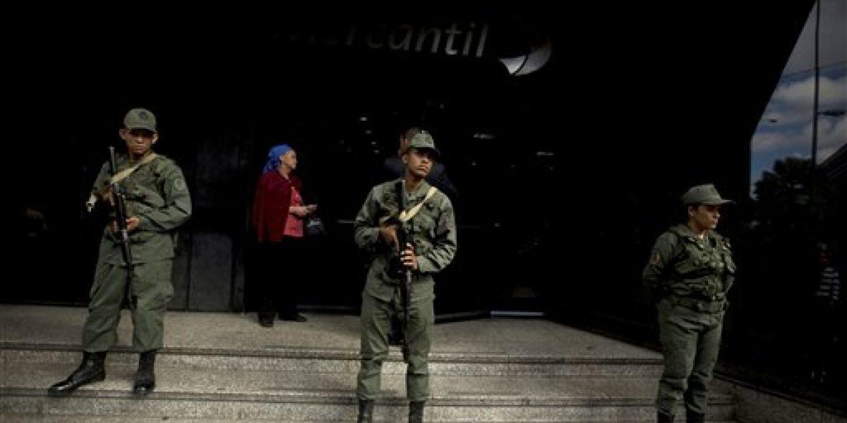 Militarizan ciudades Venezuela tras violentos disturbios y saqueos