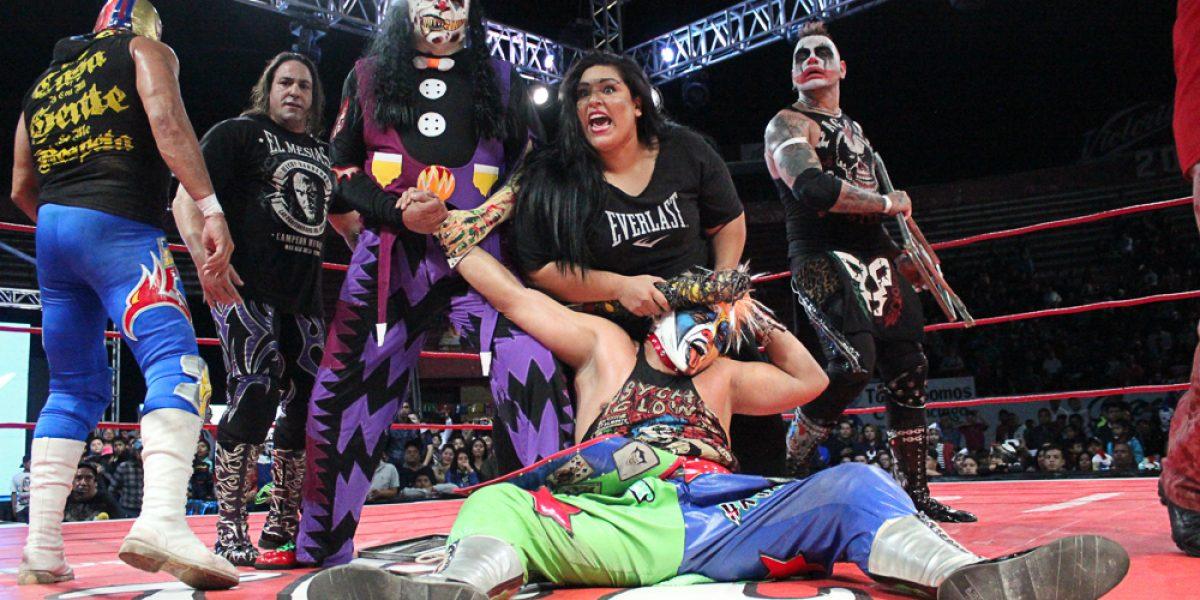 ¡Traidora! Goya Kong atacó a su propio hermano Psycho Clown