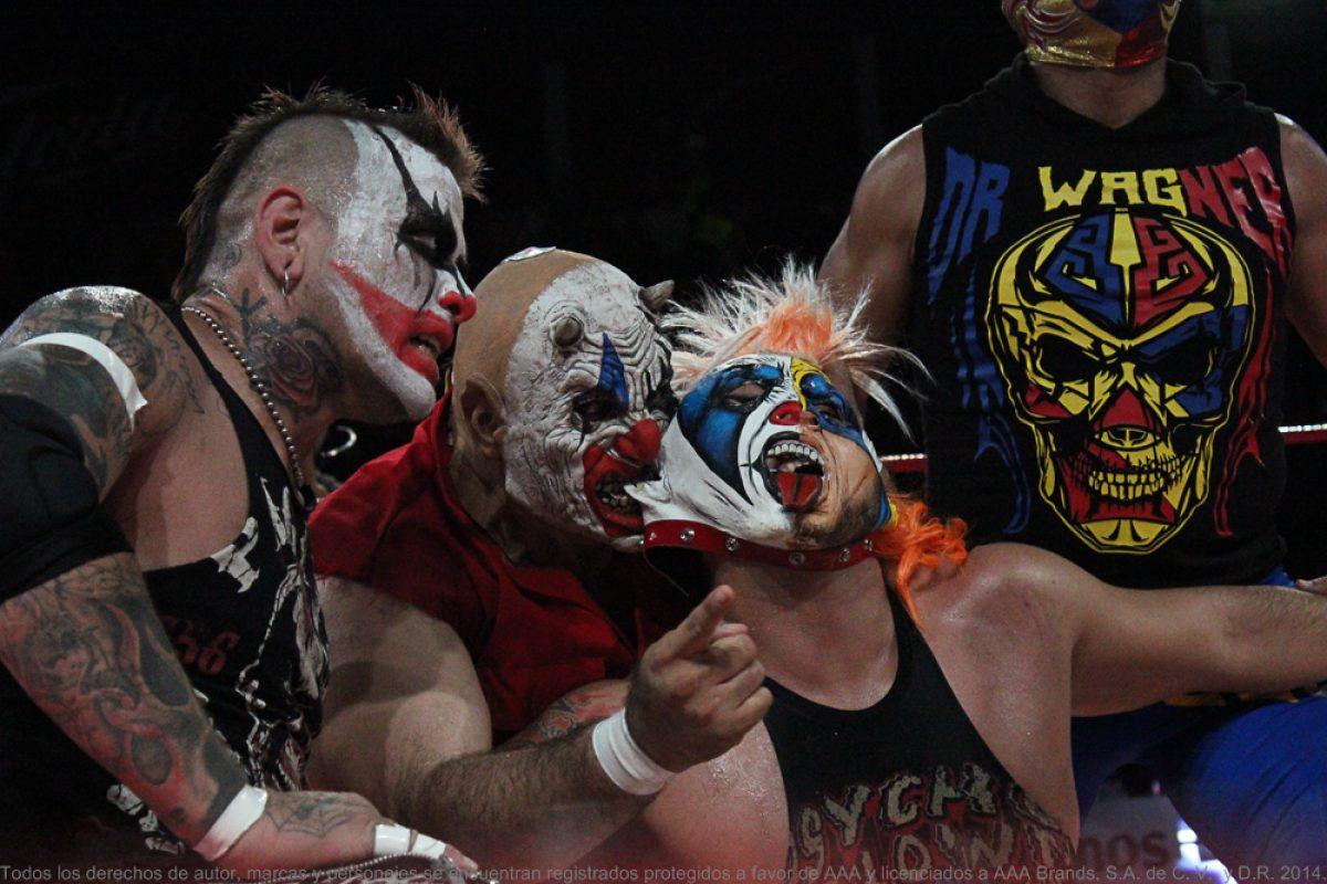 chilpancingo-171216-11. Imagen Por: ¡Traidora! Goya Kong atacó a su propio hermano Psycho Clown. / AAA