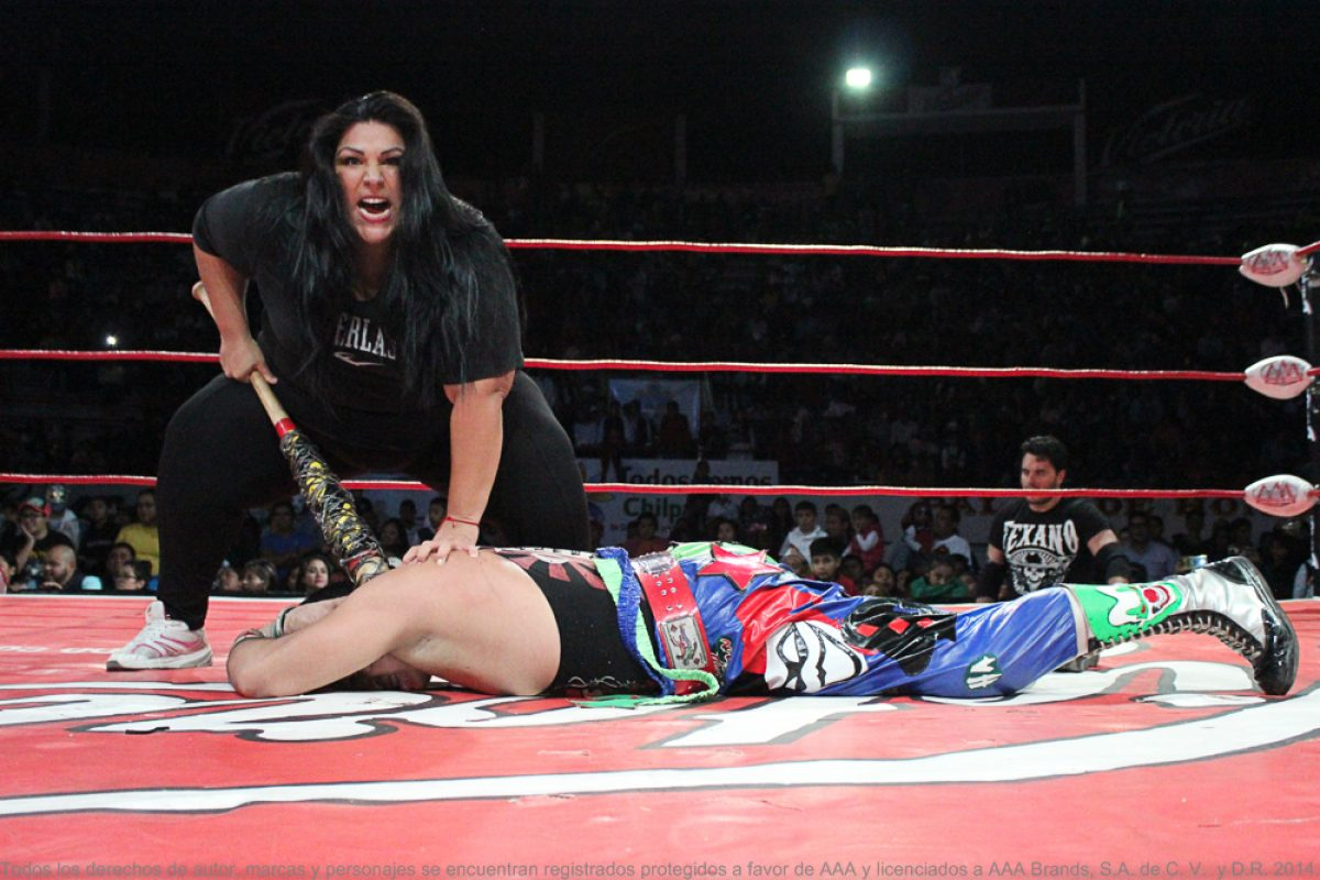 chilpancingo-171216-13. Imagen Por: ¡Traidora! Goya Kong atacó a su propio hermano Psycho Clown. / AAA