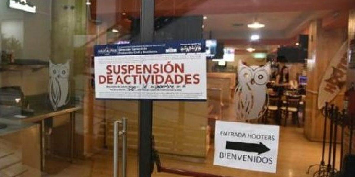 VIDEO: #LordHuixqui, alcalde intenta evitar suspensión de restaurante con personal armado