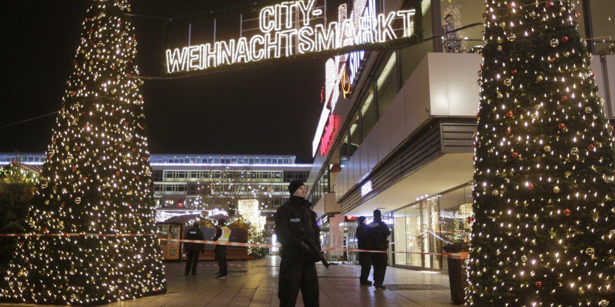 Camión embiste un concurrido mercado navideño en Berlín