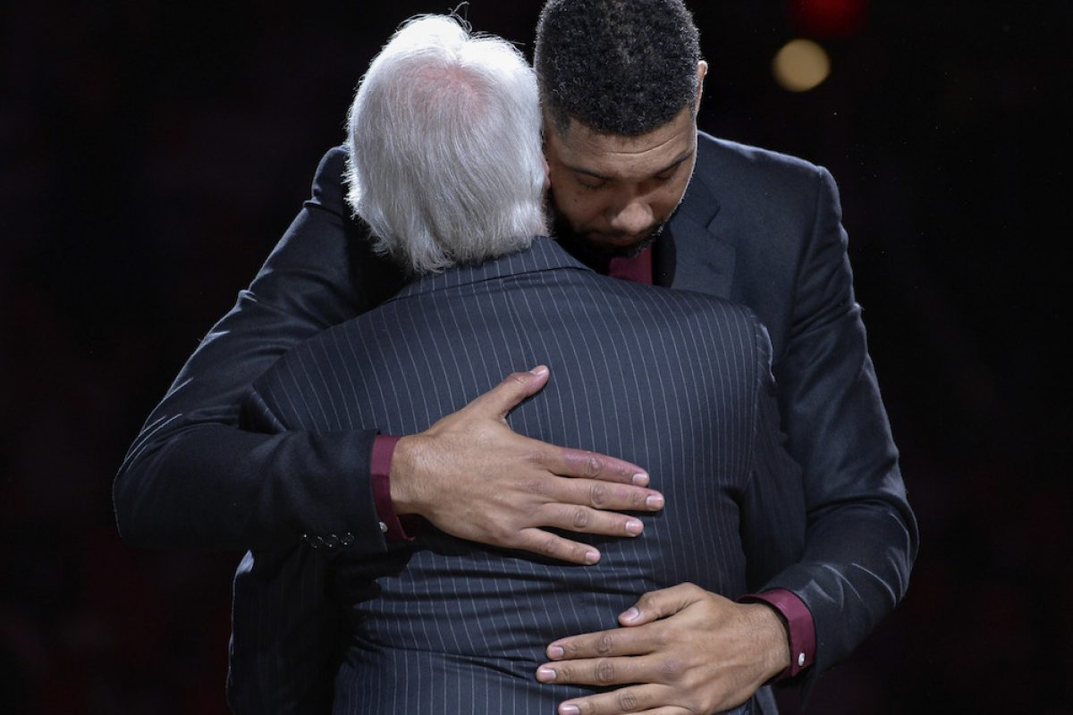 . Imagen Por: Spurs retiran el número del legendario Tim Duncan
