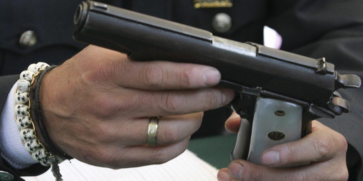 Continúa colecta de firmas para legalizar portación de armas en auto o negocio