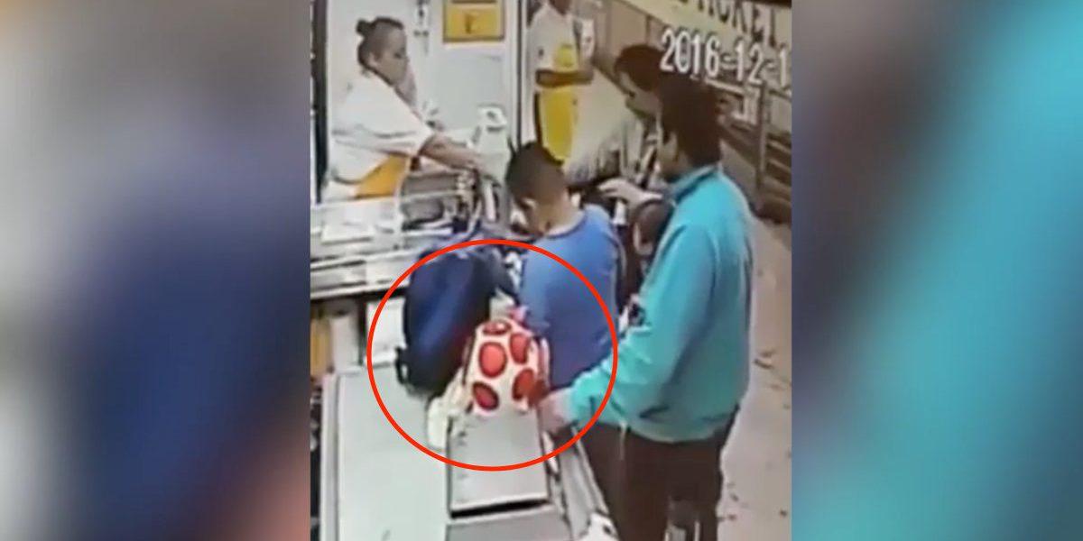 #LordCochinito: Graban a sujeto robándose una alcancía
