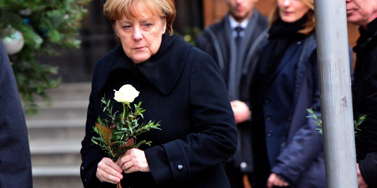 Merkel visita el lugar del atentado contra el mercadillo navideño deBerlín