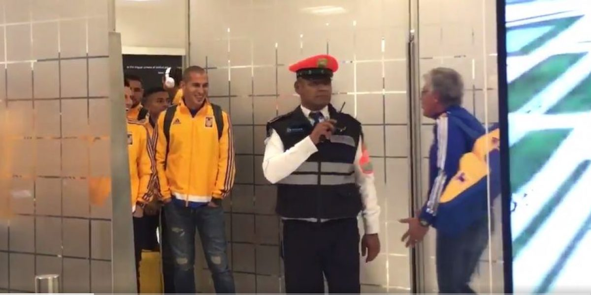VIDEO: ¡El Tuca manda! Jugadores de Tigres no salieron del aeropuerto hasta que Ferretti lo ordenó