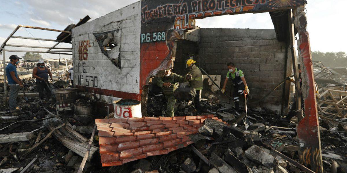 Suman 29 muertos por explosión en Tultepec; PGR inicia investigación