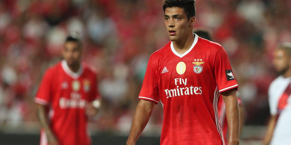 Raúl Jiménez y Benfica terminan como líderes en la liga de Portugal