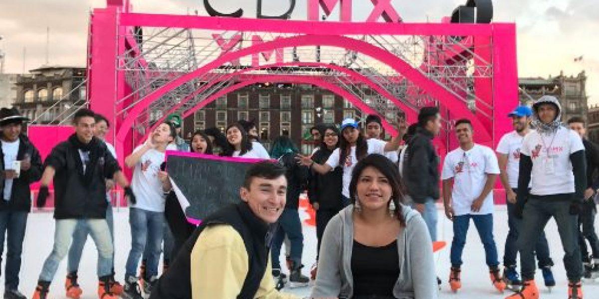 Momento romántico: una propuesta de matrimonio en plena pista de hielo de la CDMX