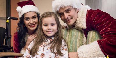 Katy Perry y Orlando Bloom se visten de Santa y vistan un hospital infantil. Imagen Por: Vía instagram.com/childrensla