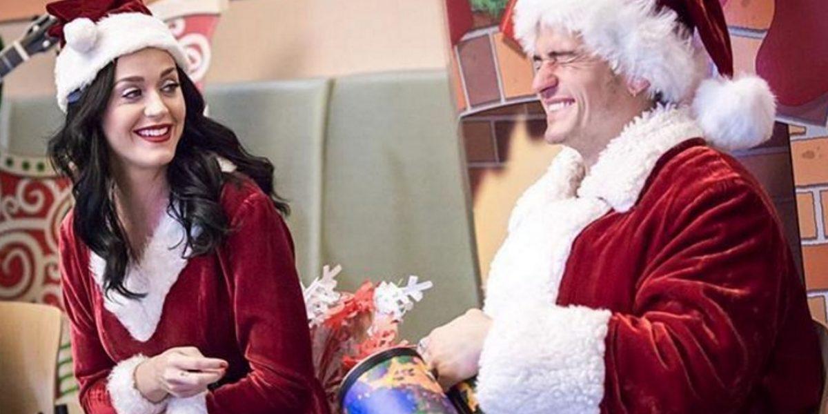 Katy Perry y Orlando Bloom se visten de Santa y visitan un hospital infantil
