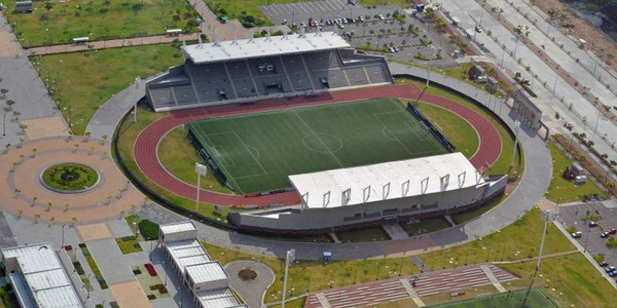 FOTO: Construyen estadio en honor a Chucho Benítez