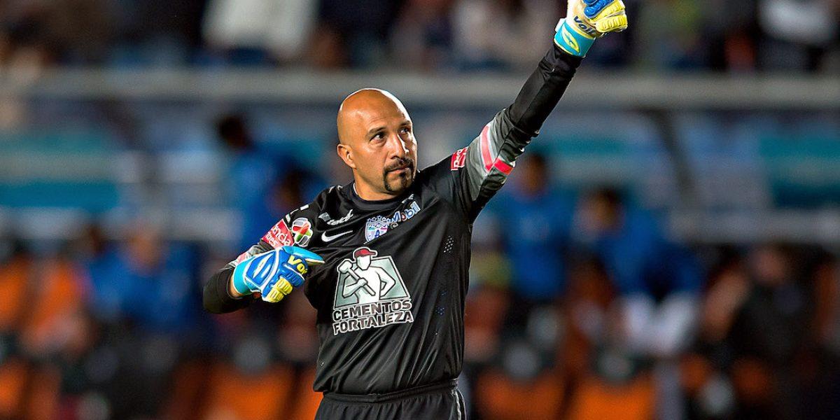 Oscar 'Conejo' Pérez aún no piensa en el retiro