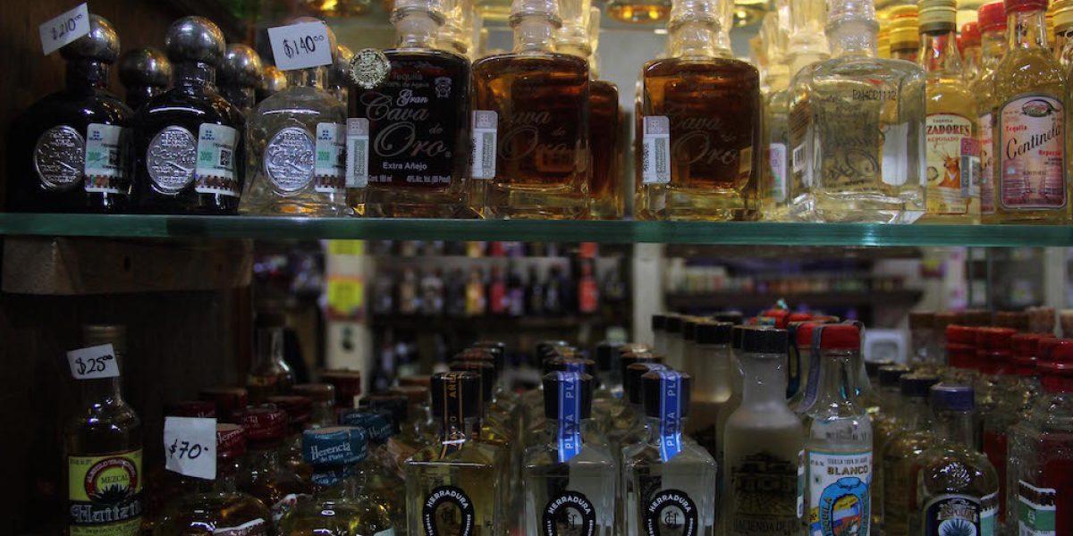 Profeco suspende 13 comercios por venta irregular de tequila
