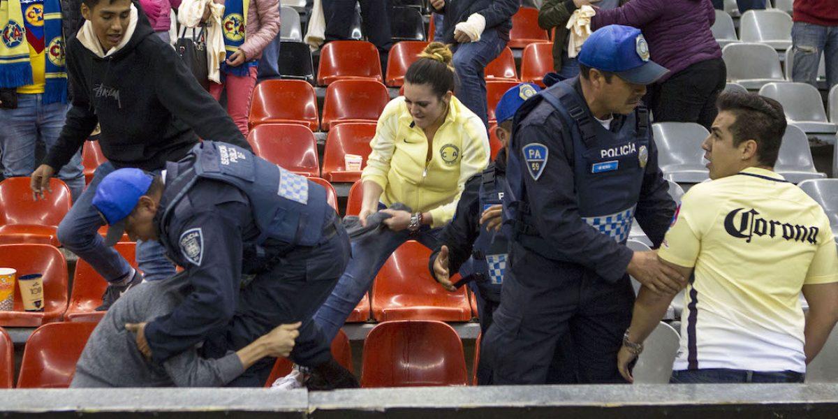 Vuelve la violencia al Estadio Azteca