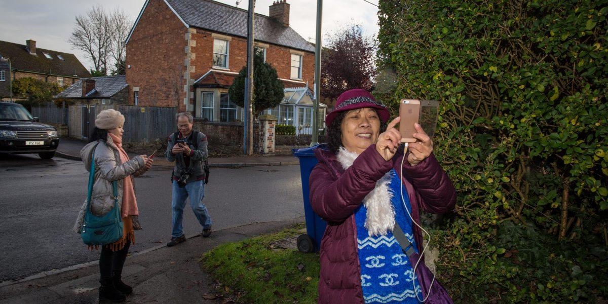 Aldeanos británicos están desconcertados por inundación de turistas chinos