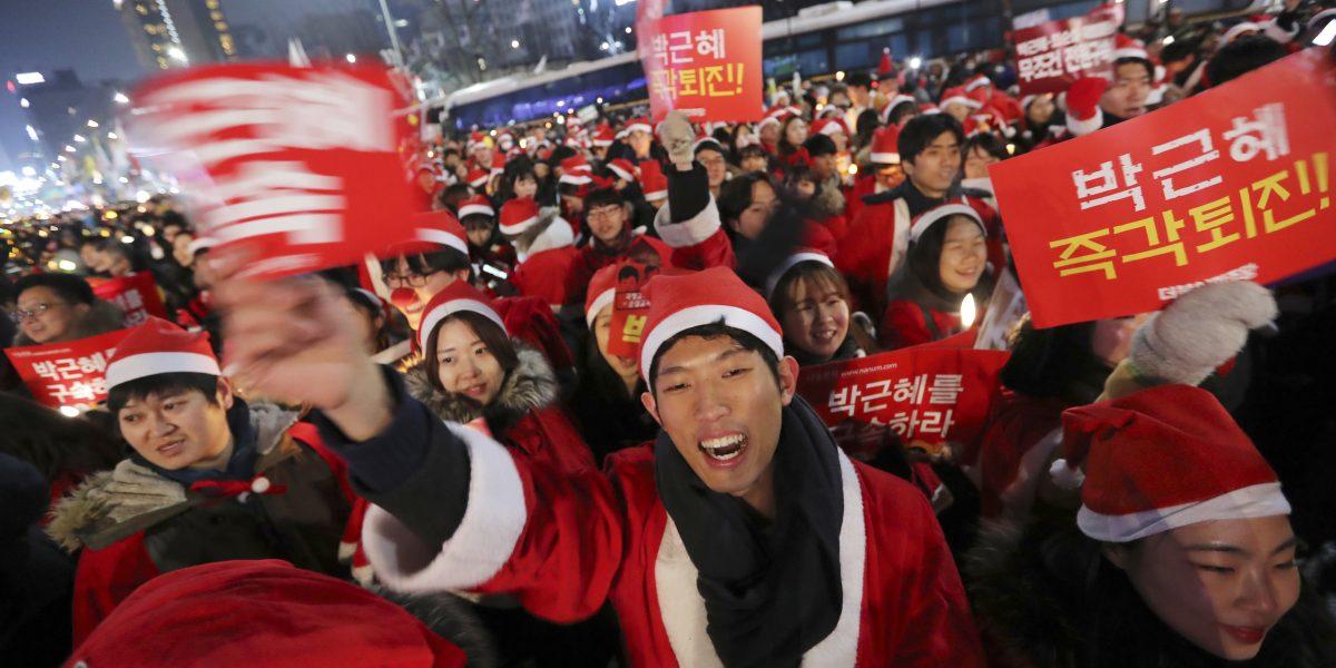 Claman en Seúl renuncia de Presidenta