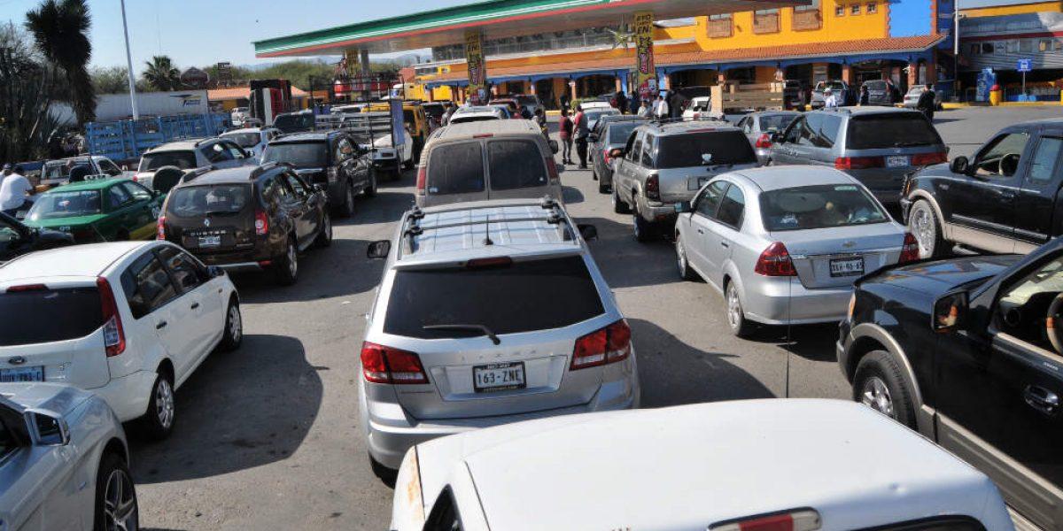Pánico por desabasto de gasolina en San Luis Potosí a un día de los XV años de Rubí