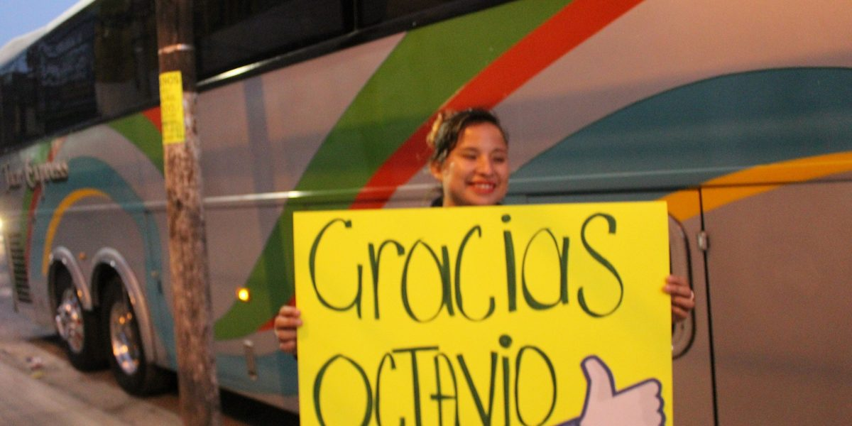 Dirigente del PRD en el Edomex paga camión para los #XVAñosDeRubí