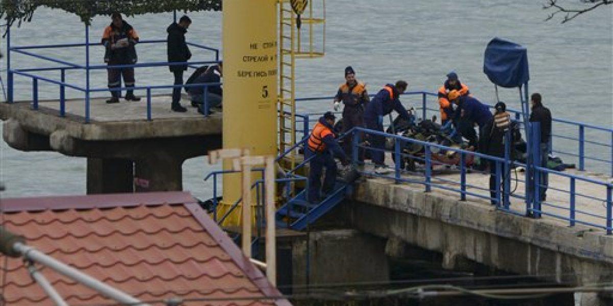 Rusia encuentra más pedazos del avión caído en el Mar Negro