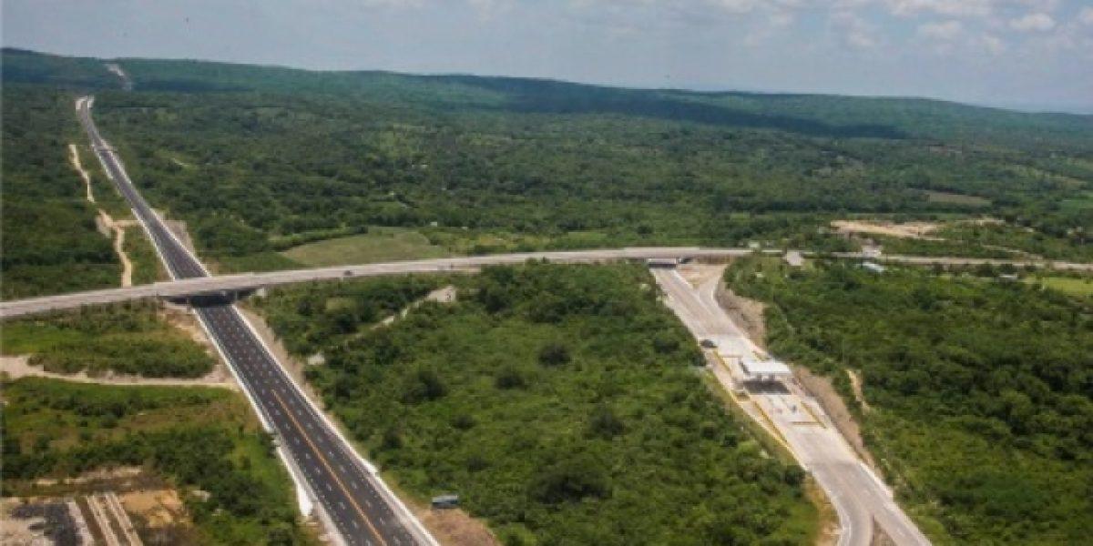 Cierran autopista Mexicali–Tijuana por asfalto cristalizado