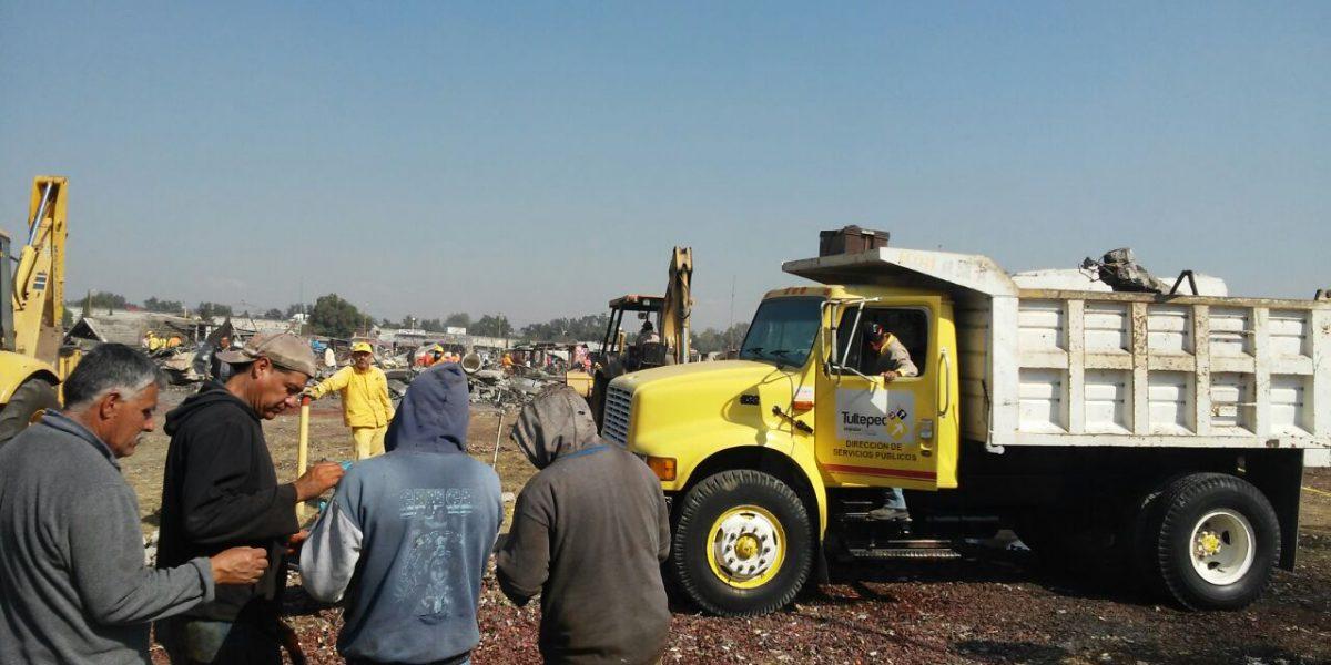 Inicia remoción de escombros en el mercado de San Pablito